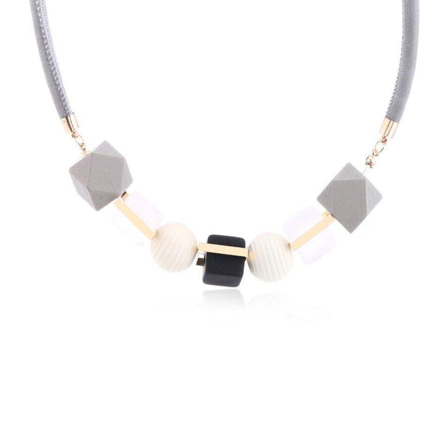 Collier Perle de bois   Véro 3